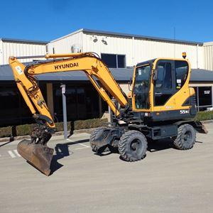 Picture of 5.5 Ton Wheeled Excavator