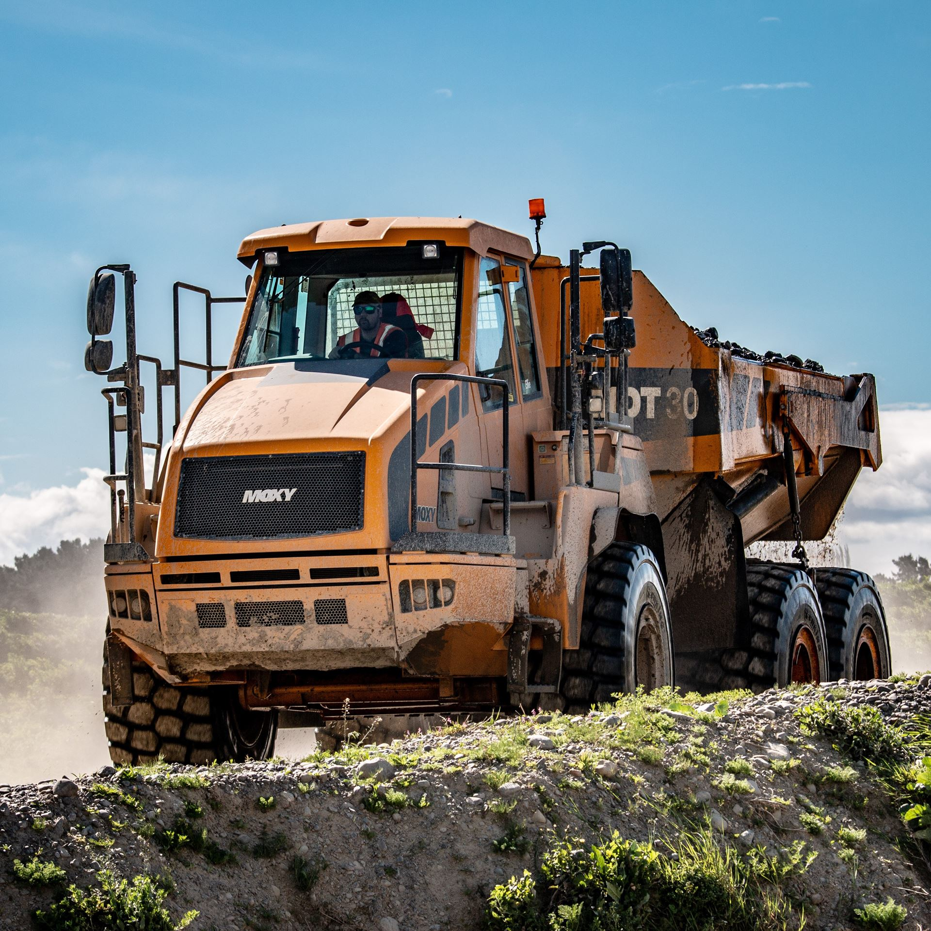 Picture of 28 Ton Dump Truck