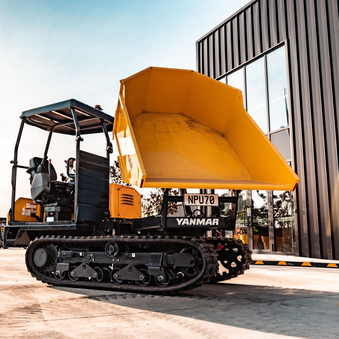 Picture of 2.5 Ton Tracked Dumper